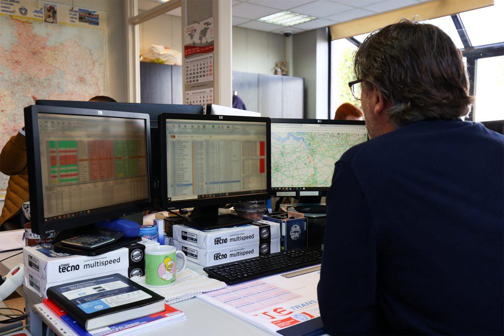 werkenemer Transport Vanschoonbeek met planning van trailers