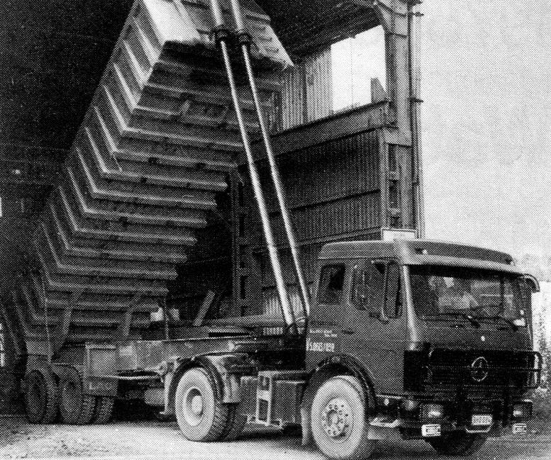 oude vrachtwagen van Vanschoonbeek Transport