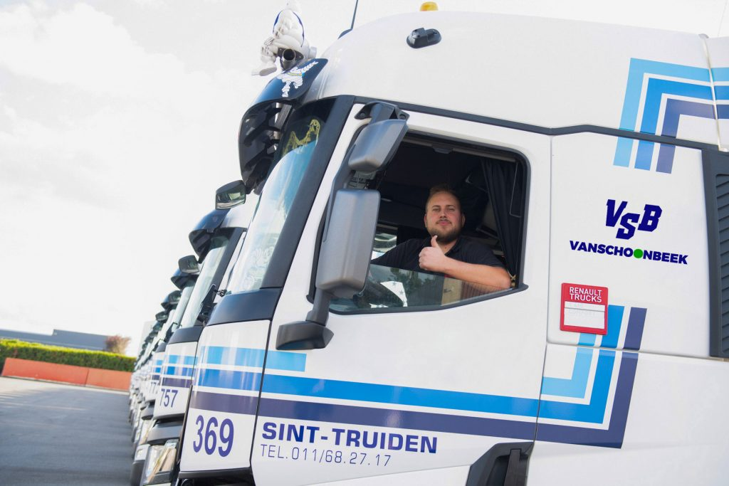 Positieve vrachtwagenchauffeur Transport Vanschoonbeek